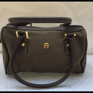 👜 Etienne Aigner canvas hand bag